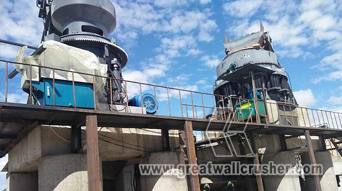 cone crusher working in crushing plant